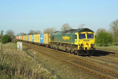 66505 rattles through Milford Junction on 17/04/2003 with 4D07 1428 Wilton FLT-Leeds FLT.