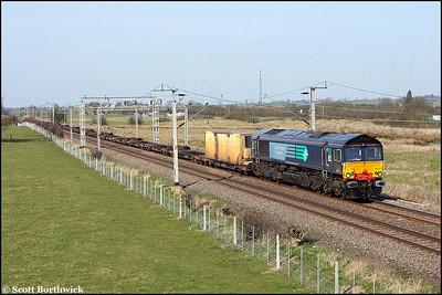 66417 approaches journeys end passing Barby Nortoft with an almost empty 4M34 0438 Coatbridge-Daventry IRFT on 16/03/2009.