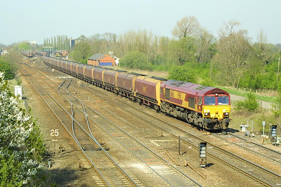 66166 passes Milford Junction on 17/04/2003 whilst in charge of 6H22 1500 Gascoigne Wood-Drax Power Station.
