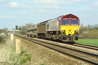 66090 passes Homesdown Crossing, Ashchurch on 26/03/2002 whilst in charge of a lightly loaded 6V70 0858 Cliff Vale-St Blazey china clay empties.