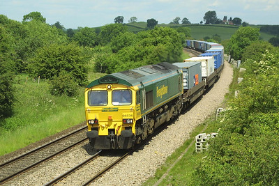 66536 passes Holmes House Farm near Bishops Itchington on 12/06/2003 with 4O54 0551 Leeds FLT-Southampton MCT.
