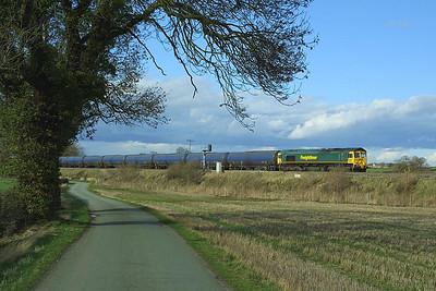 66608 enters Elford loop on 19/03/2004 with 6M00 1123 Humber Oil Refinery-Kingsbury Oil Sdgs.