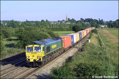 66541 heads north at Kings Sutton with 4M99 1619 Southampton MCT-Trafford Park on 25/06/2003.