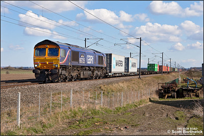 66725 'Sunderland' passes Broad Fen Lane, Claypole whilst working 4E33 1120 Felixstowe South-Doncaster Railport on 03/04/2013.