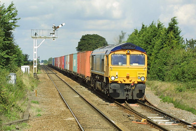66708 powers through Manea on 21/08/2004 with 4L25 0625 Hams Hall-Felixstowe.