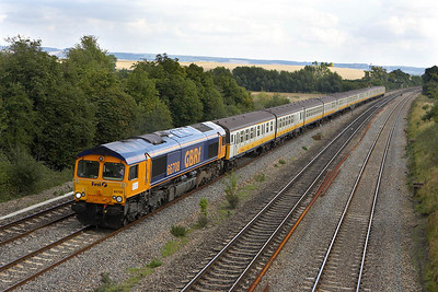 66708 passes South Moreton on 20/09/2005 with 6V91 1040 Shoebuyness-Newport Docks. The train conveyed 4-VEP's 3586, 3412 & 3496 for scrapping.