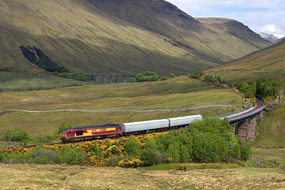 67009 runs off the southern viaduct in the Horse Shoe Curve on 25/06/2006 whilst working 5Z07 1112 Rannoch-Mossend Yard driver training run.