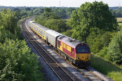 67020 passes Rowington whilst working 5X61 1254 MO Q Birkenhead-Eastleigh Works has 507033 in tow on 27/06/2005. The 507 will undergo refurbishment at the aforementioned Alsthom Works at Eastleigh.