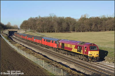 67003 sweeps past Besford with 1V53 0727 Low Fell RMT-Bristol Parkway RMT on 12/12/2001. This service was an extra for Christmas mail.