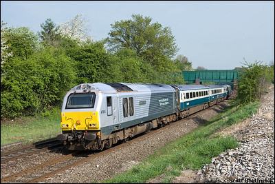 67015 'David J. Lloyd' passes Whitnash with 1P03 0723 Wrexham General-London Marylebone on 21/04/2009.
