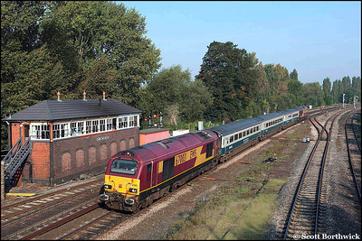 Running 70 minutes late, 67003 and 67017 'Arrow' pass Banbury North signal box whilst top & tailing 1P01 0551 Wrexham General-London Marylebone on 20/09/2008.