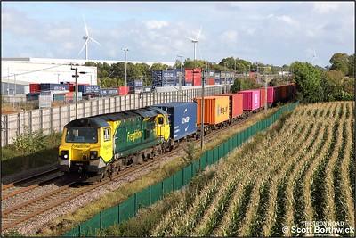 70010 powers 4M58 0925 Southampton MCT-Garston FLT at Barby Nortoft on 08/10/2019.