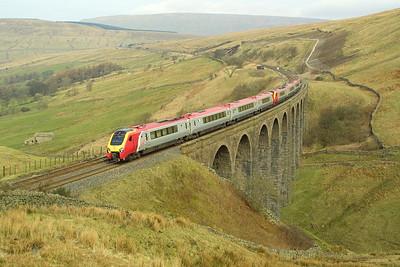 220021+220034 cross Arten Gill Viaduct whilst forming 1O38 0650 Edinburgh Waverley-Bournemouth on 23/03/2002.