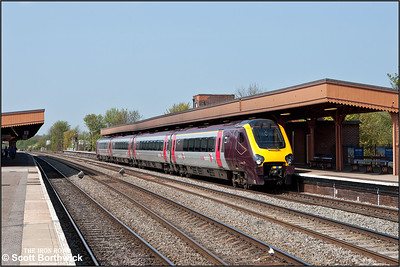 220007 forms 1V80 1133 Birmingham New Street-Reading as it calls at Leamington Spa on 17/04/2011.