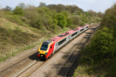 221144 passes Hatton whilst forming 1M11 0921 Brighton-Manchester Piccadilly on 11/04/2007.
