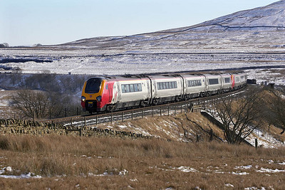 221104+221114 come off Ribblehead viaduct onto Blea Moor with 1S51 0625 Plymouth-Glasgow Central on 04/03/2006.