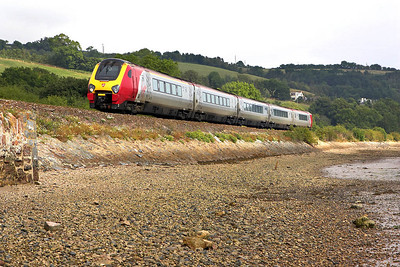 221140 forming 1V41 0605 Edinburgh Waverley-Plymouth is bang to time on the last leg of its long journey as it skirts the Teign Estuary at Flow Point, Bishopsteignton on 09/09/2005.