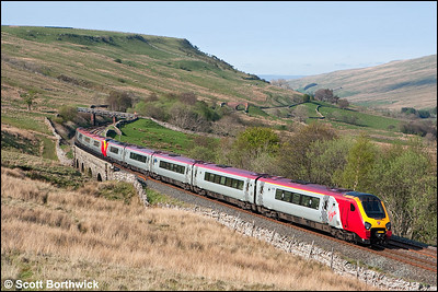 With Mallerstang Common providing the breathtaking backdrop, 221117 trails 220019 as they cross Ais Gill Viaduct during their long journey north on 28/04/2007 forming 1S58 0730 Penzance-Glasgow Central.