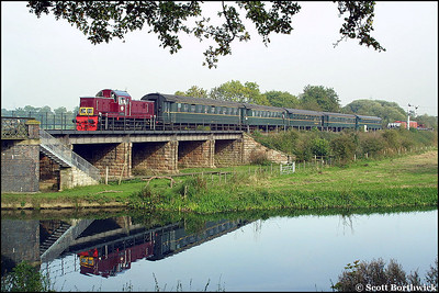 D9523 crosses the River Nene as it approaches Wansford on 13/10/2001 with the 1330 Peterborough Town-Wansford service.