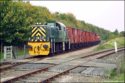 D9516 approaches Orton Mere at Longueville Jnct on 13/10/2001 with the 1430 Peterborough Town-Orton Mere mixed freight.