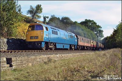 D1013 'Western Ranger' heads the 1415 Kidderminster-Bridgnorth service past Northwood Lane, Bewdley on 04/10/2002.