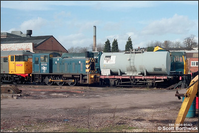 03145 stands on Gloucester Horton Road in the company of 31144 & 31281 on 05/03/1986.