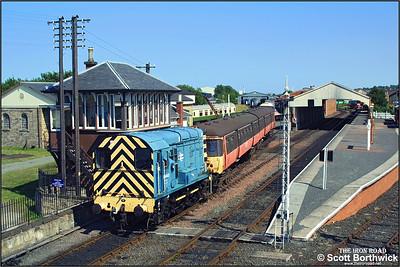 08443 shunts 303032 at Bo'ness on 13/07/2003.