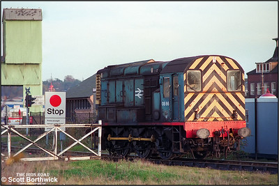 08661 stands at the Ranelagh Road LC, Ipswich on the branch line to Ipswich Lower Yard on 10/10/1986.