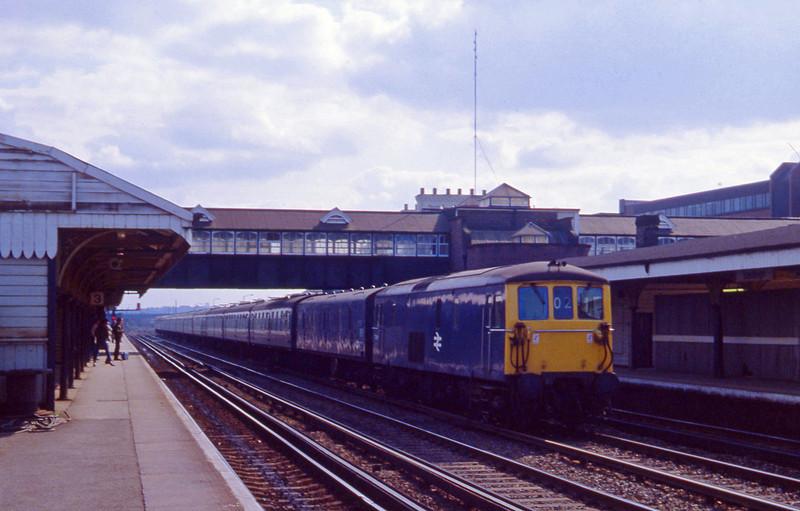 73118, up passenger, Eastleigh, 13-4-82.
