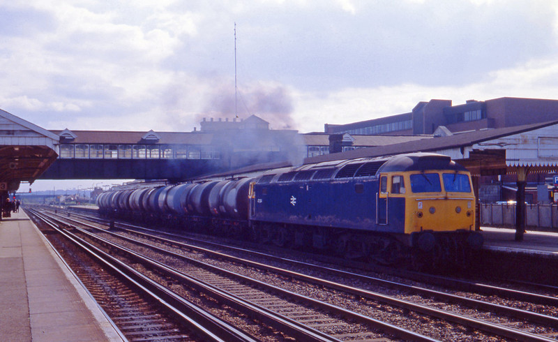 47204, up tanks, Eastleigh, 13-4-82.