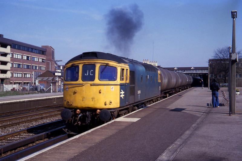 33030, down tanks, Eastleigh, 14-4-82.