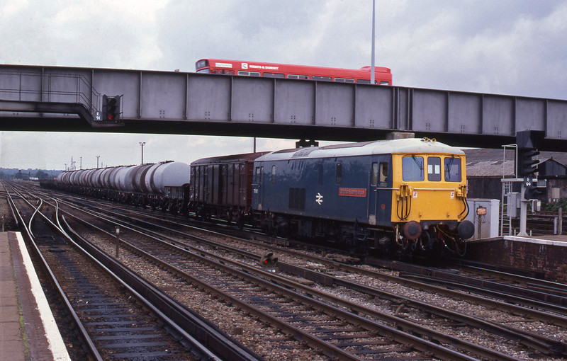 73101, down tanks, Eastleigh, 23-8-82.