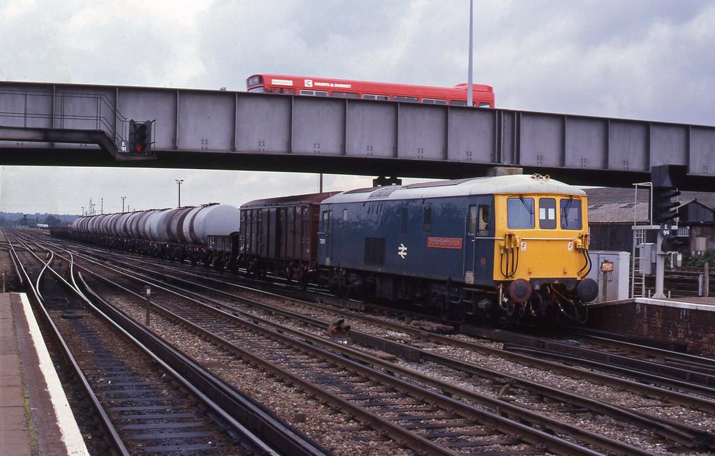 73101, down tanks, Eastleigh, 23-8-82.