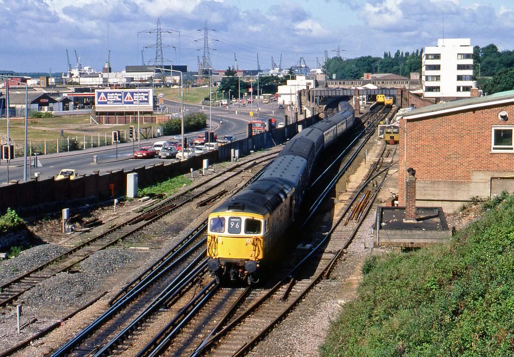 33101, up passenger, Southampton Central, 20-8-82.