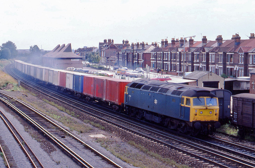 47106, up containers, Eastleigh, 21-8-82.