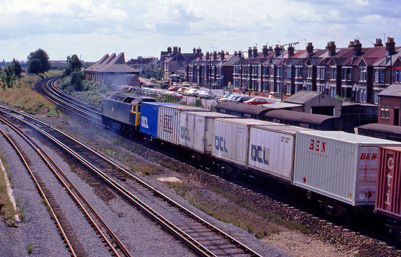 47099, down containers, Eastleigh, 20-8-82.