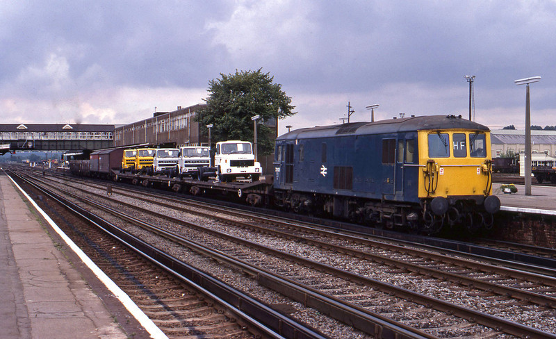 73108, down cars, Eastleigh, 23-8-82.