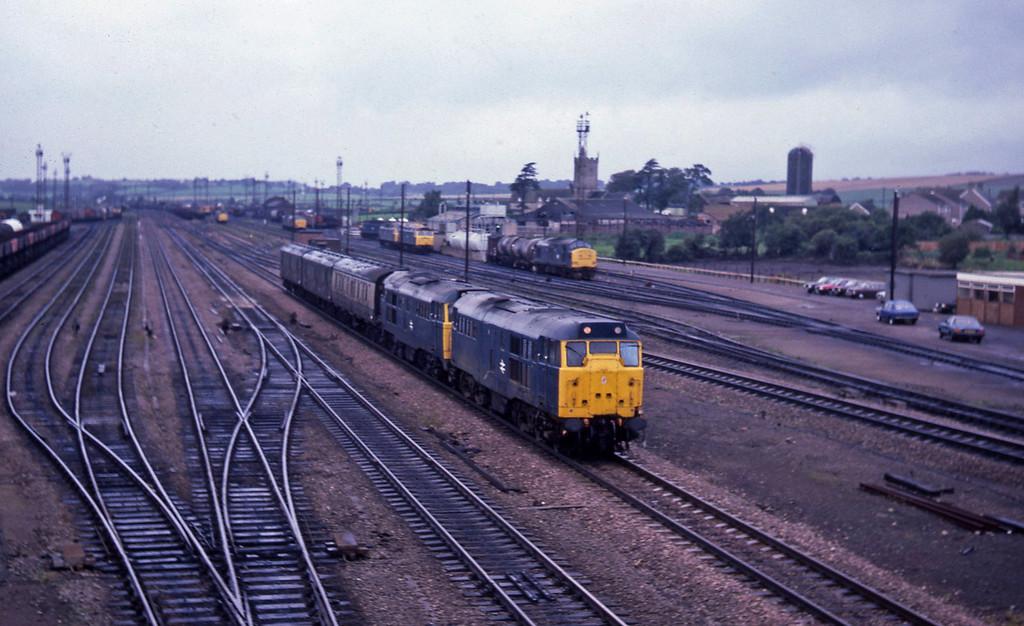 31426/31237, up vans, Severn Tunnel Junction, 4-9-85.