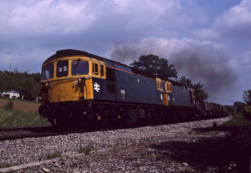 33102/33118, down ballast, Marlands, near Wellington, 30-5-90.