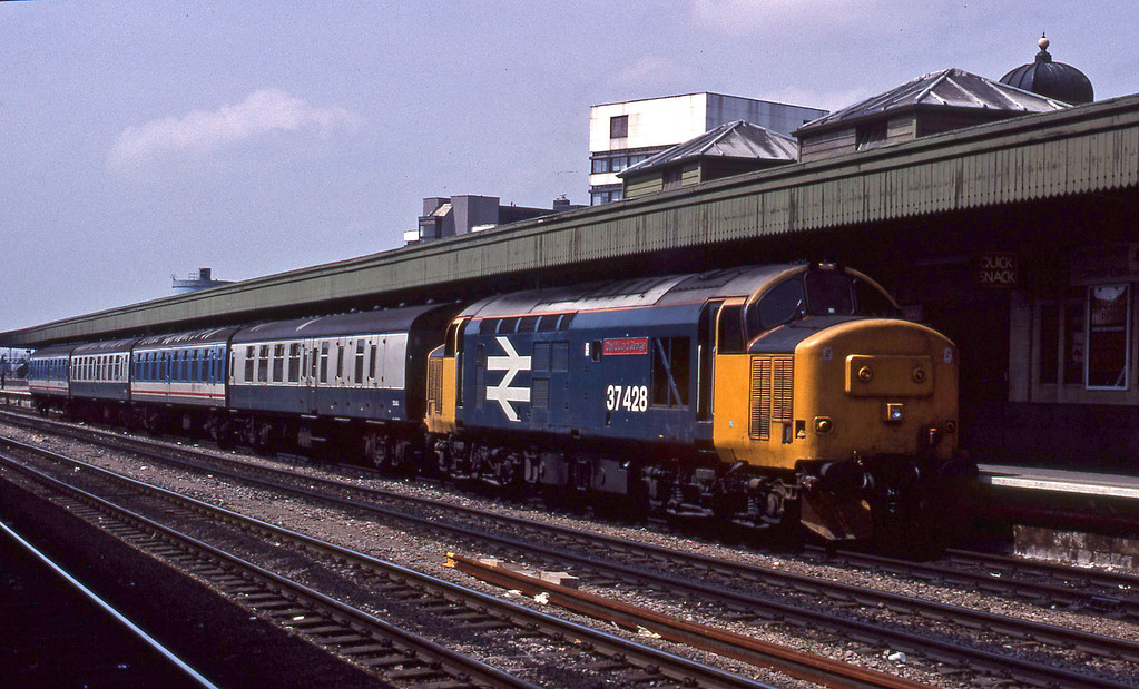 37428, Cardiff Central-Liverpool Lime Street, Cardiff Central, 31-5-90.