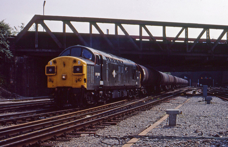 37350, up tanks, Newport, 31-5-90.