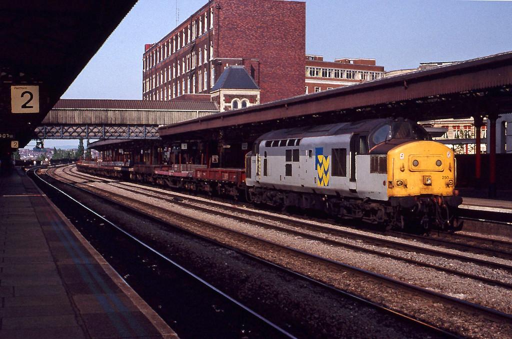 37250, down steel empties, Newport, 26-5-92.