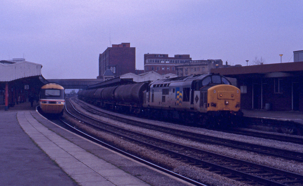 37668, down tanks, Newport, 27-4-93.