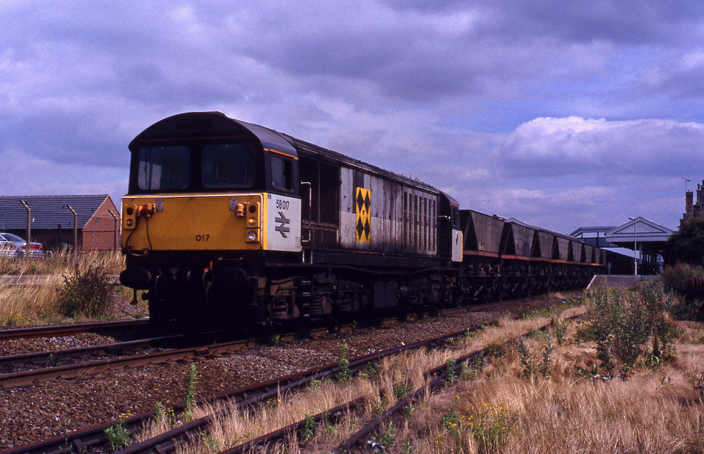 58017, westbound mgr empties, Worksop, 28-7-93.