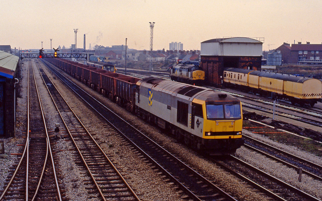 60029, down ore empties, Cardiff Canton, 27-11-93.