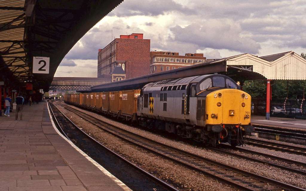 37703, down Cawoods containers, Newport, 7-10-93.