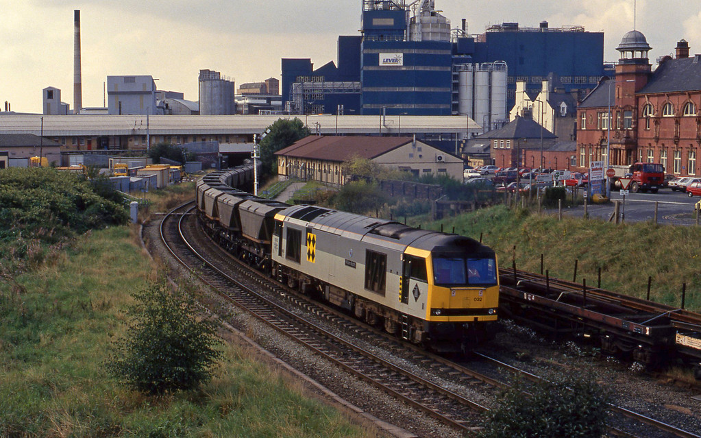 60032, eastbound mgr empties, Warrington, 17-9-93.