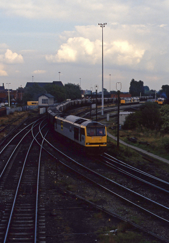 60032, up mgr, Warrington, 17-9-93. 60058, 37717 in background.