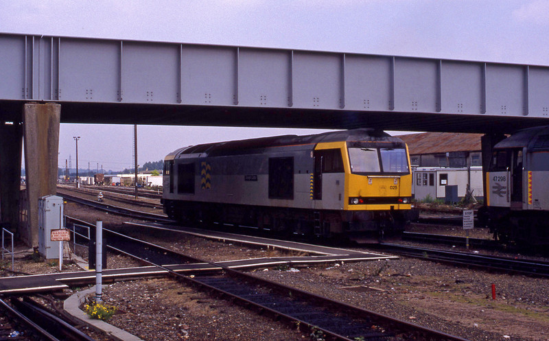 60025, from stabling point to yard, Eastleigh, 2-9-93. 47298, stabled.