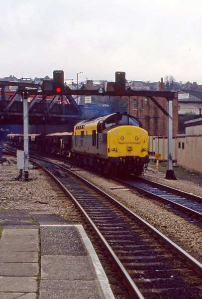 37258, up ballast, Newport, 2-2-94.